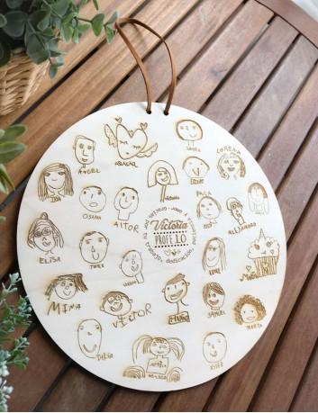 Regalo original: Adorno de madera para grabar una dedicatoria al profesor y un dibujo y nombre de cada alumno.