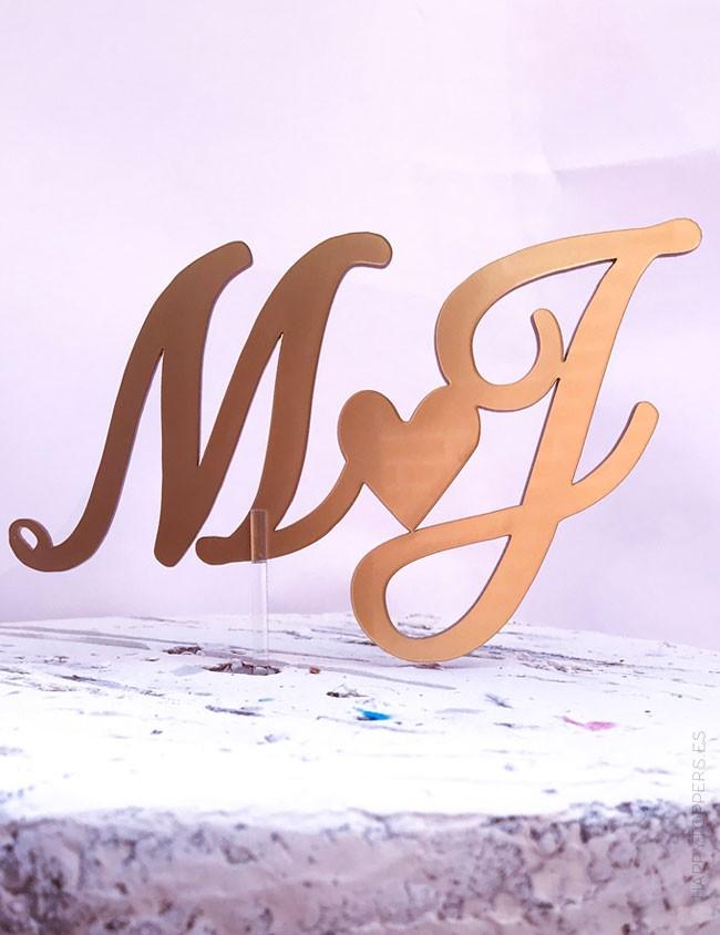 wedding cake toppers con iniciales de los novios y corazón. Wedding planner. Personaliza tus iniciales.