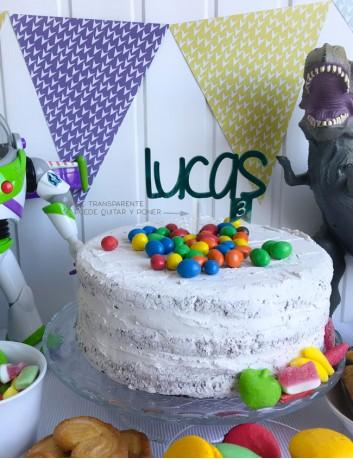 Cake topper cumpleaños con tu nombre para decorar la tarta de cumpleaños.
