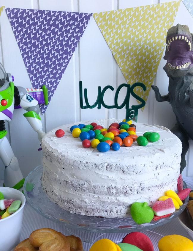 Nombres en acrilico para fiestas de cumpleaños. Personalizamos tu mensaje para la tarta.