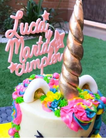cake topper happy birthday con nombres para fiestas de cumpleaños. Regalo original para cumpleaños.