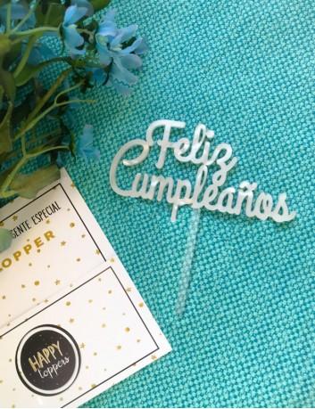 Cake topper personalizados Madrid, hace este adorno para tartas en acrílico color blanco. Disponible en otros colores.
