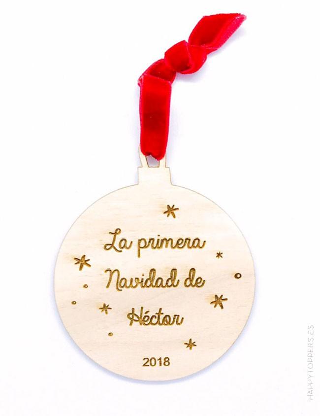 adorno de navidad bola de madera grabada con la frase la primera navidad de... grabamos tu nombre