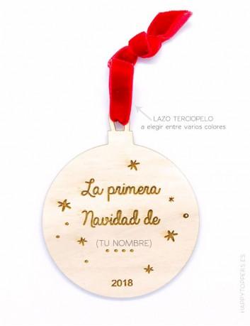 bola de navidad en madera con nombre y frase grabada, personalizada. Cinta de terciopelo a elegir entre varios colores