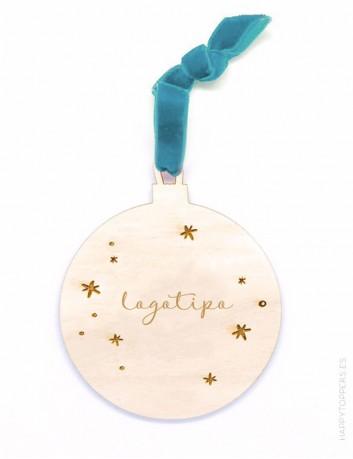 adorno de navidad personalizado con logotipo de empresa en forma de bola, madera, cinta en color verde mar.