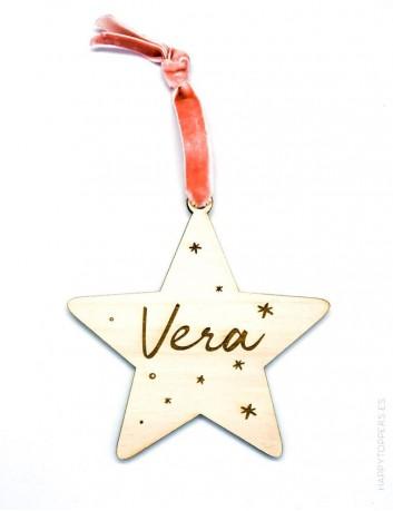 adorno de navidad personalizado con el nombre en grande, estrella de madera natural. Cinta terciopelo rosa viejo