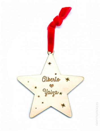adorno de navidad personalizado con frases, dedicatorias, nombres..., en forma estrella. Cinta de terciopelo roja