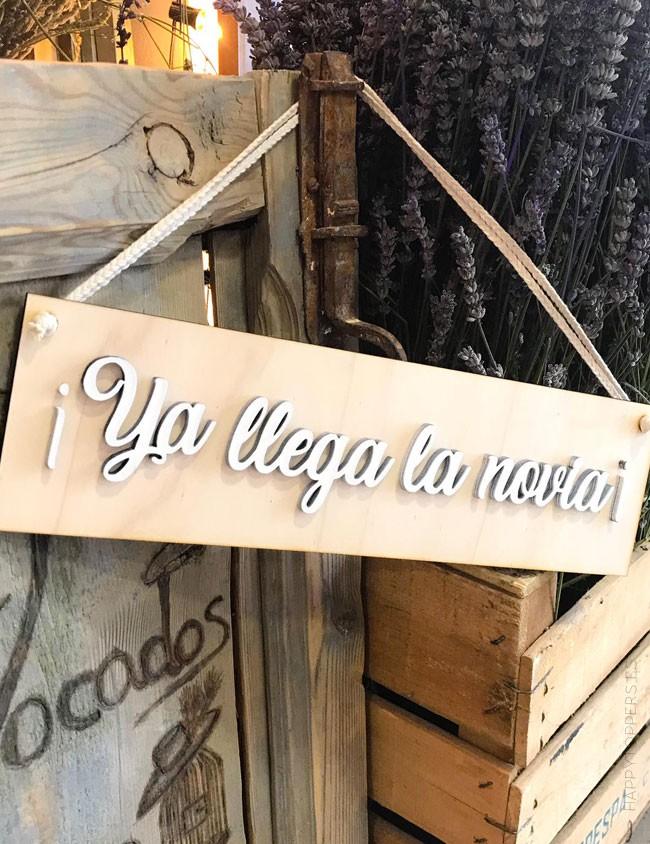 cartel boda para la llegada de la novia en madera, ya viene la novia