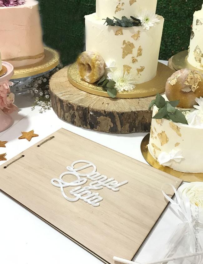 album para fotos de boda en madera lisa natural para que le puedas pegar el cake topper personalizado