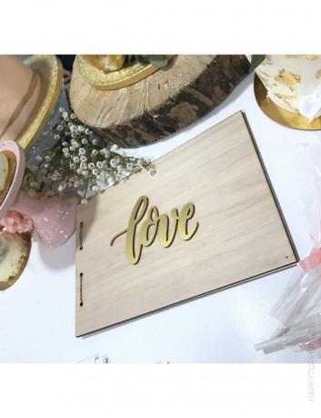 libro de recuerdos en madera natural para personalizar con el cake topper que te guste.