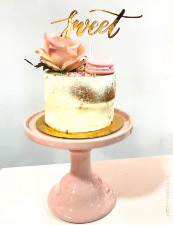 La palabra sweet en acrílico para adornar eventos y momentos especiales. Oro espejo