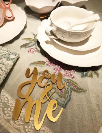 cake toppers para bodas o parejas de enamorados en oro mate. Muchos colores a elegir