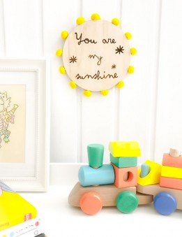 decoracion pared en madera natural you are my sunshine