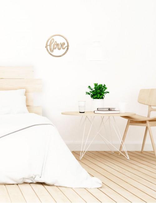 adorno decoración en madera natural estilo nordico con la palabra love en redondo