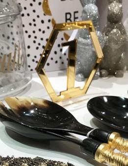 decora tu mesa de boda con nuestros adornos personalizados en madera o acrílico. Tenemos taller propio, envíos rápidos. Madrid.