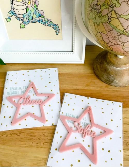 estrella con nombre de los niños para colgar en árbol o adorno en cualquier parte de la habitación.