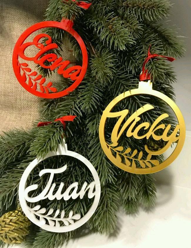 bola para el árbol con nombre regalo original para navidad a muy buen precio. adornos navideños