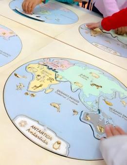 mapa mundi en madera con los continentes para niños método montessori