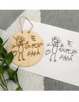 dibujo de los niños impreso sobre madera en un adorno