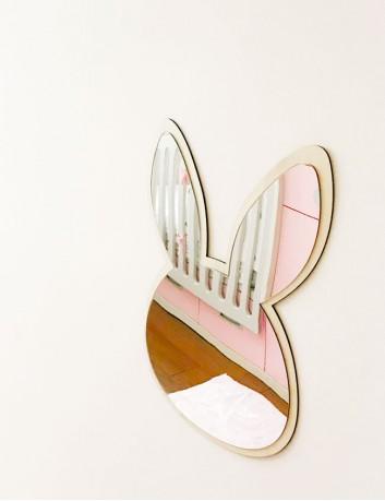 espejo para habitación de niños combinado con madera natural. Espejo acrílico seguro.
