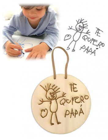 Graba el dibujo de tu hijo sobre una madera redonda para decorar