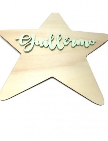 estrella decorativa en madera natural con el nombre pintado a mano en colores efecto tiza