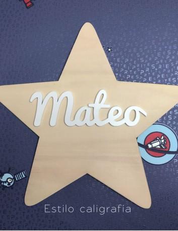 estrella de madera con nombre pintado en blanco. decoración nórdica para niños, adorno en madera natural, elige estilo de letra