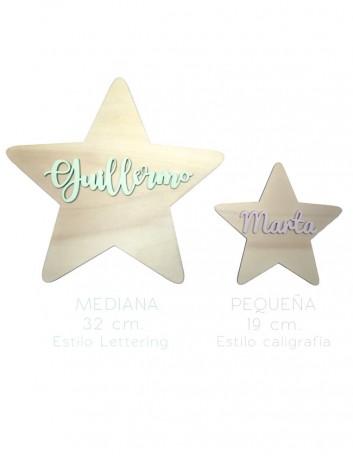 estrellas decorativas tamaño pequeno en madera natural con el nombre pintado en el color que elijas. Elige estilo de letra